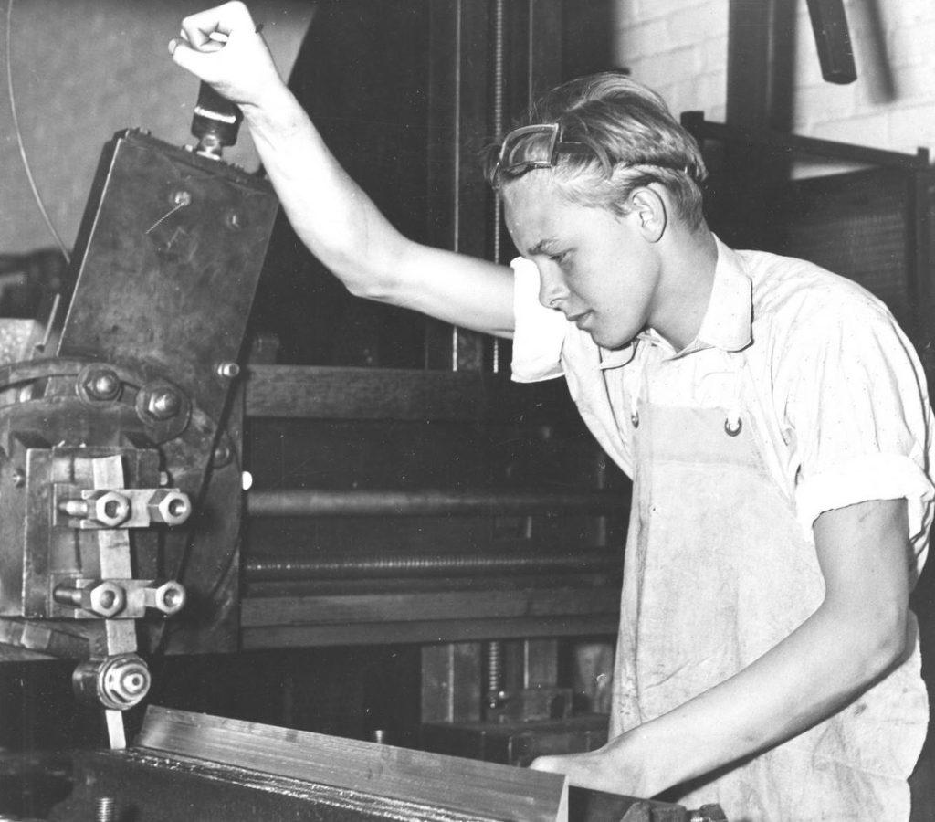factory 1930s expert apprentice schoolmaster